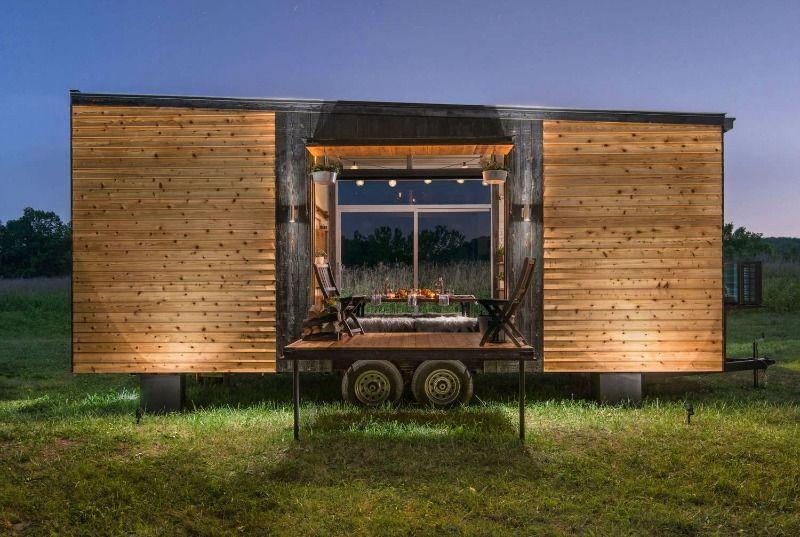 Mini casa madera via la bici azul container tiny for Mini casa minimalista