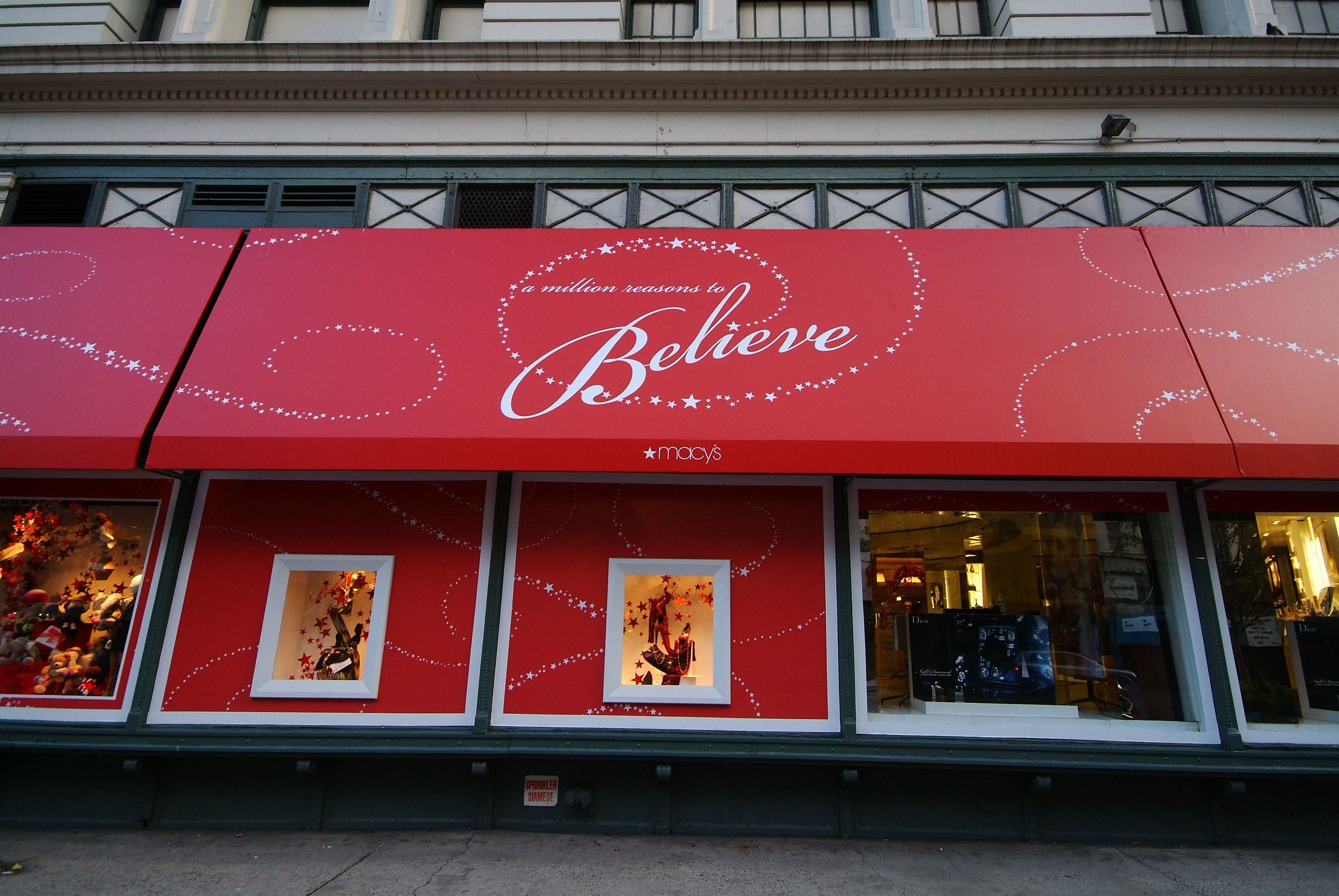 Macy S Nyc Designed And Fabricated By Hudson Awning Sign Store Signage Sign Company Custom Windows