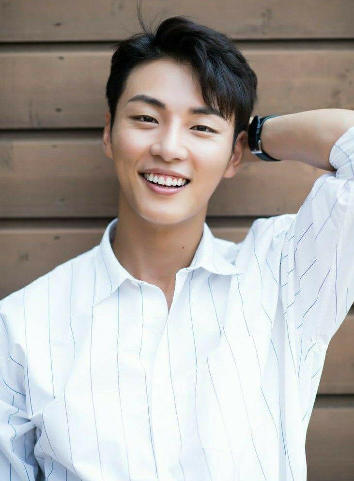 Pin em Yoon shi Yoon