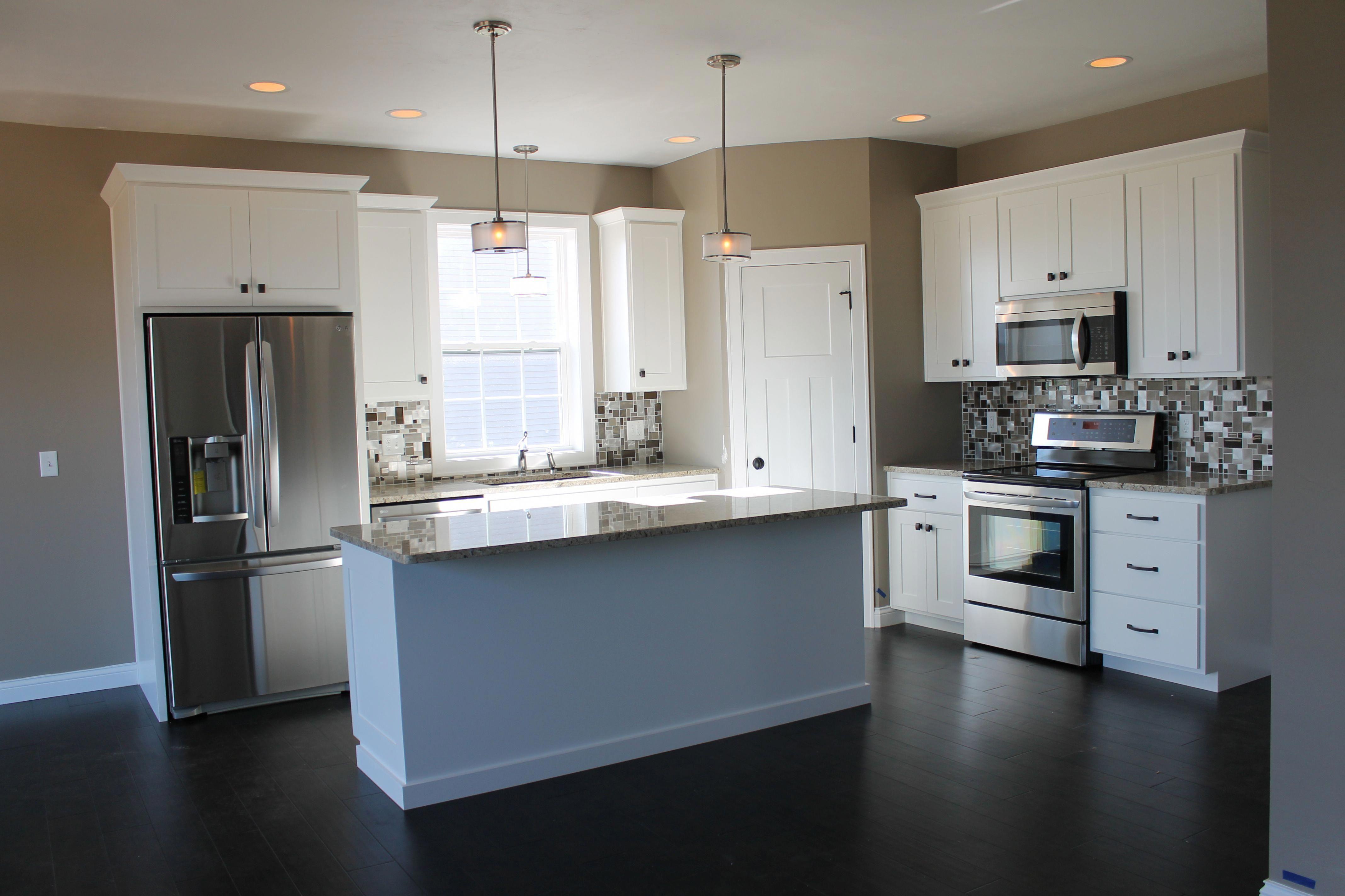 5322 White Kitchen With Large Center Island Kitchen Layout L Shaped Description Spacious Corner Small Kitchen Layouts Kitchen Designs Layout Kitchen Layout