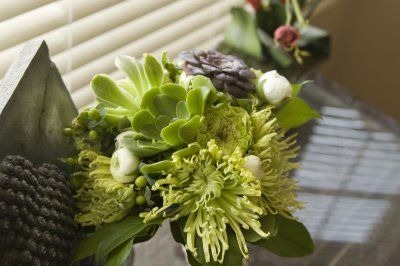 Spider mums and succulents | Green bouquet, Succulent ...