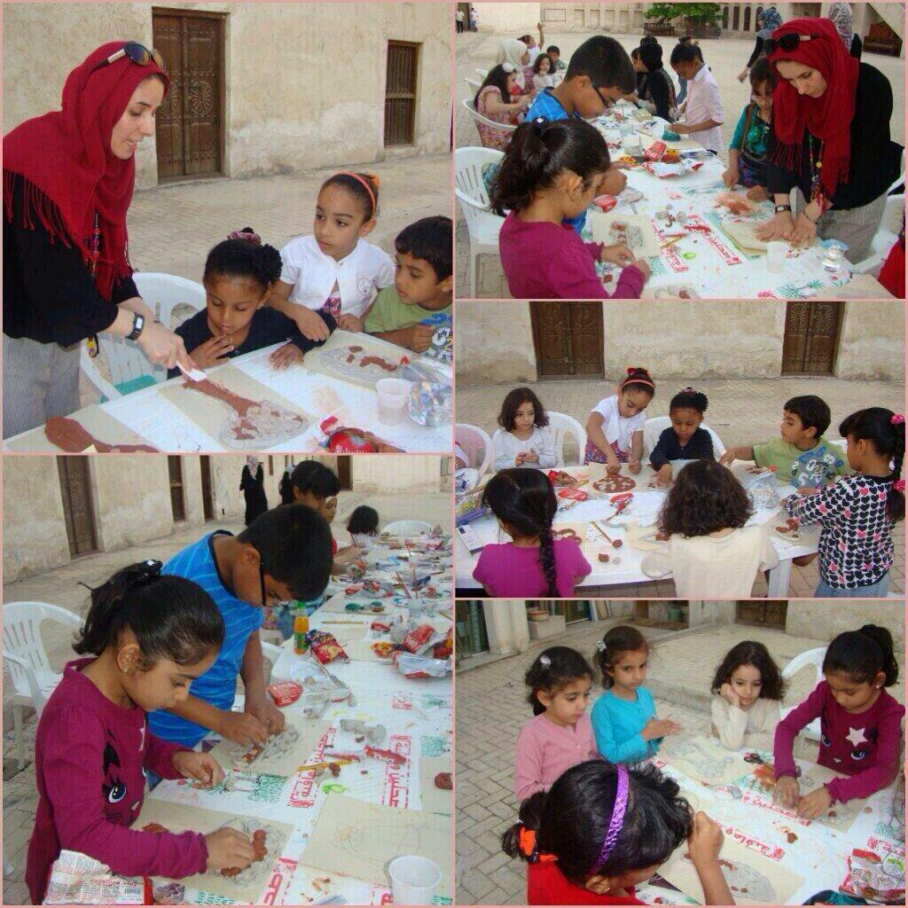 شارك أطفال المراكز في ورشة يوم الأم التي نفذتها الفنانة فاتن محمود الداوود في رواق الشارقة للفنون Polaroid Film Film Electronic Products
