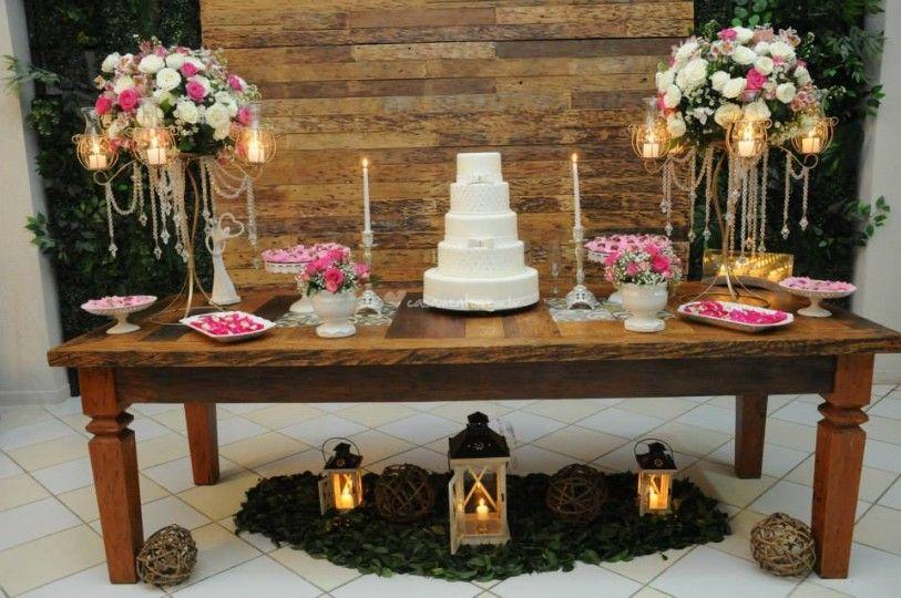 Mesa do Bolo Rustica de Sal u00e3o de Festas Charme Buffet e Decoraç u00e3o Foto 2 Casamento M -> Decoração De Mesa De Bolo De Noivado Simples