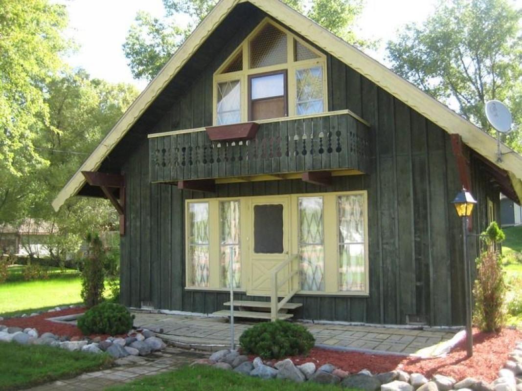 Wellbuilt, Alpinestyle, 3 bedroom cottage. On double lot