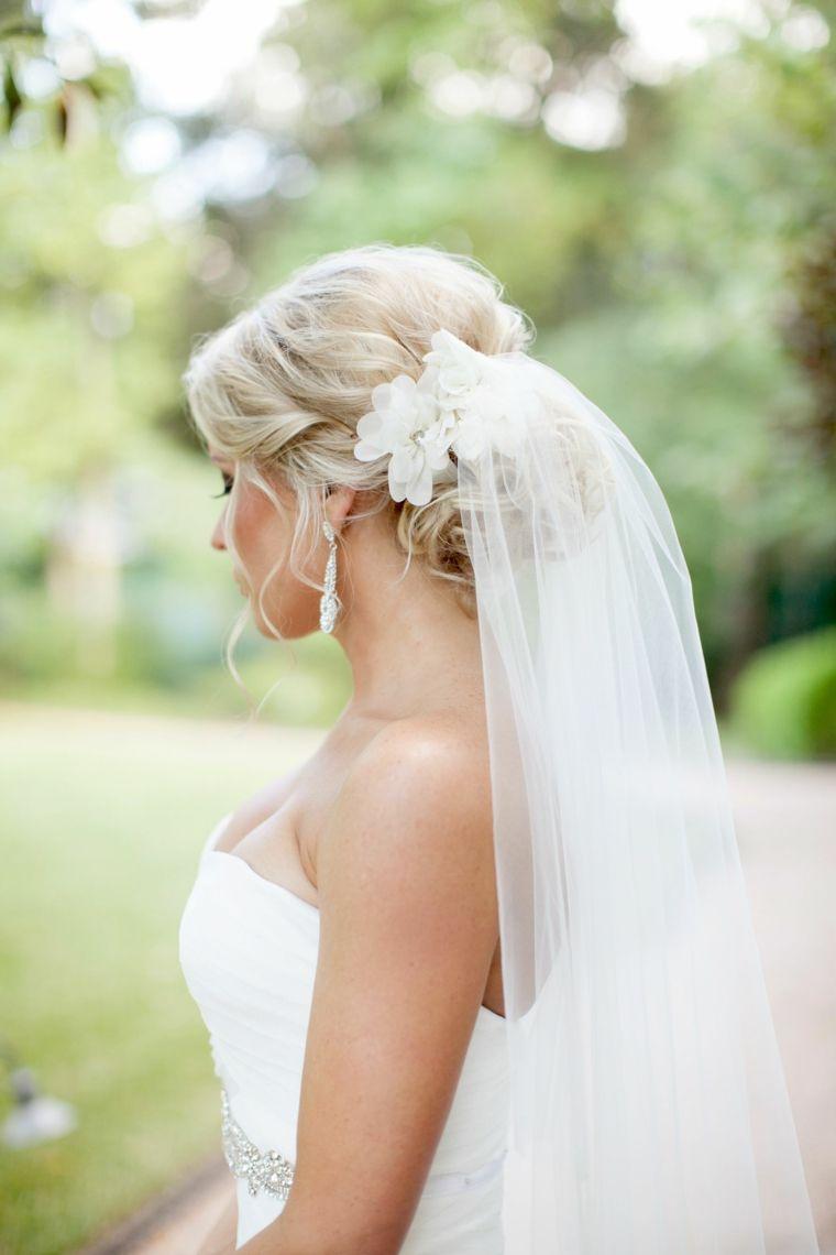Abito da sposa con velo, capelli biondi, acconciature capelli lunghi ...