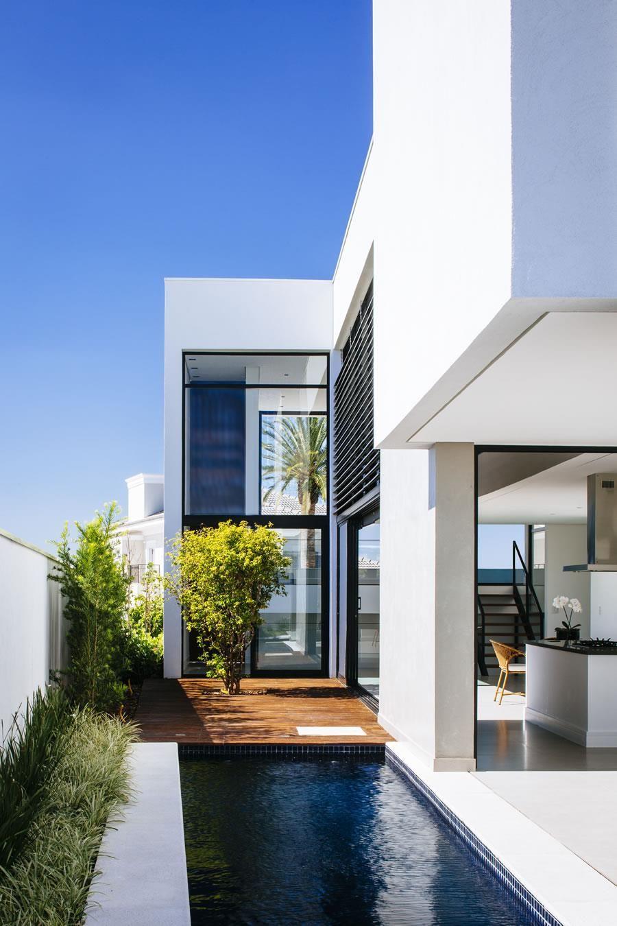 Galeria da Arquitetura | Casa Guaiume - Recursos naturais como sol, vento, iluminação e água da chuva movem a Casa Guaiume, uma construção bioclimática marcada pela contemporaneidade