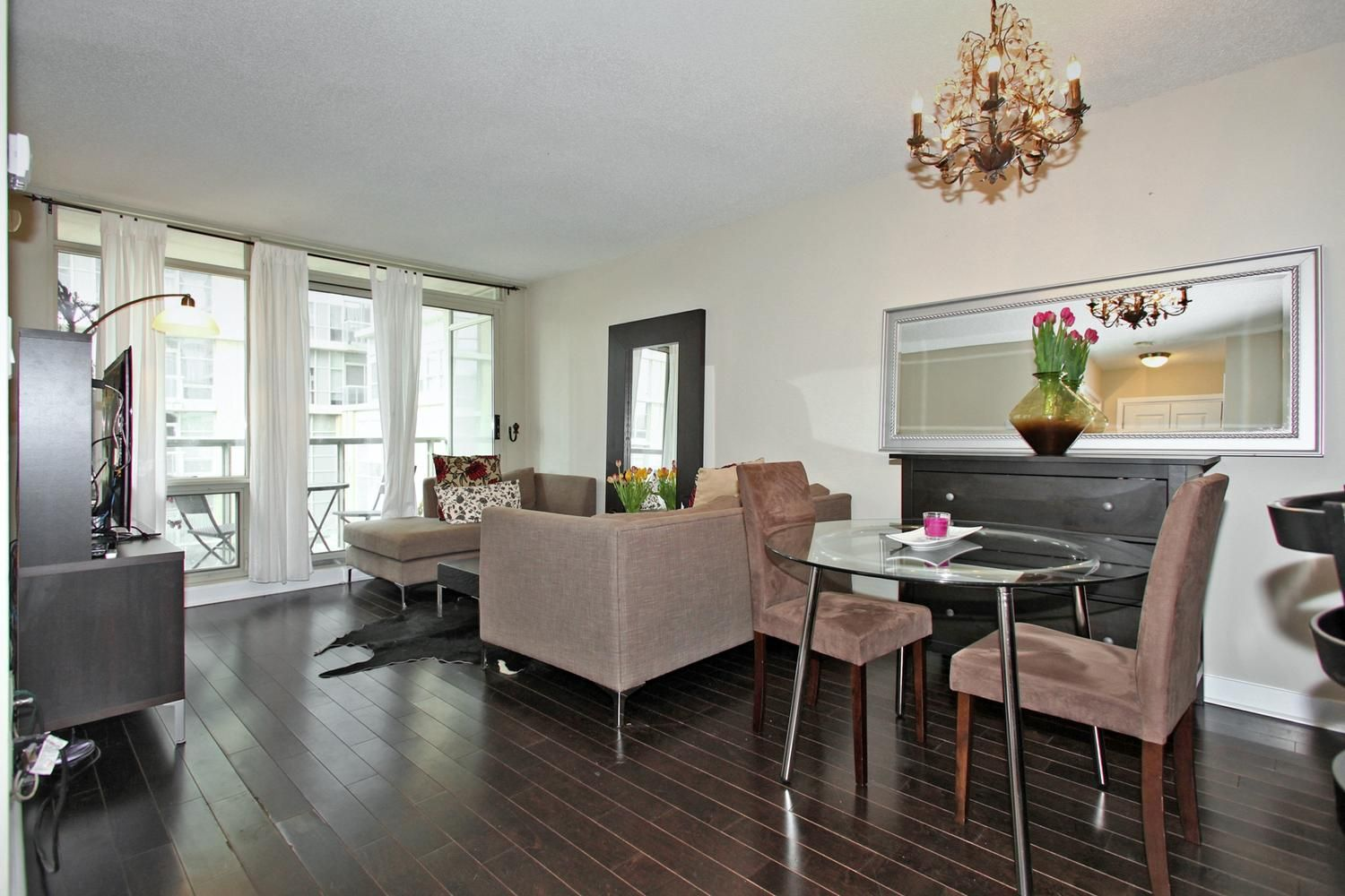 10 Navy Wharf Court Unit 201 Dining Room Chandelier Cityplace Toronto