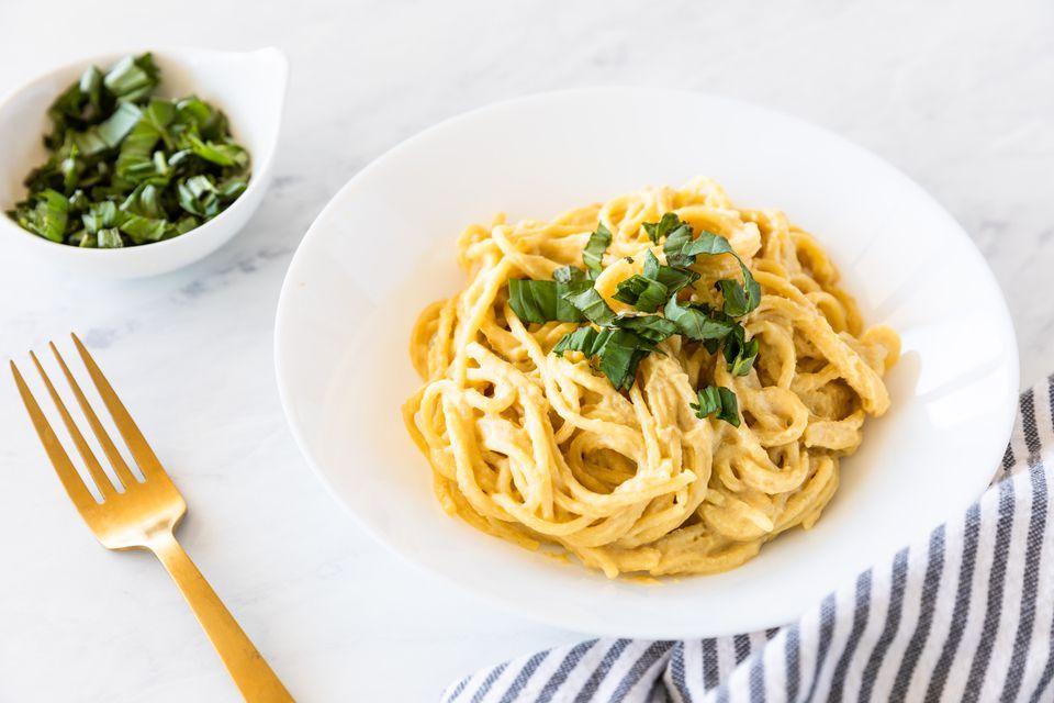 Vegan Nutritional Yeast Pasta Recipe In 2020 Nutritional Yeast Recipes Pasta Recipes Nutritional Yeast