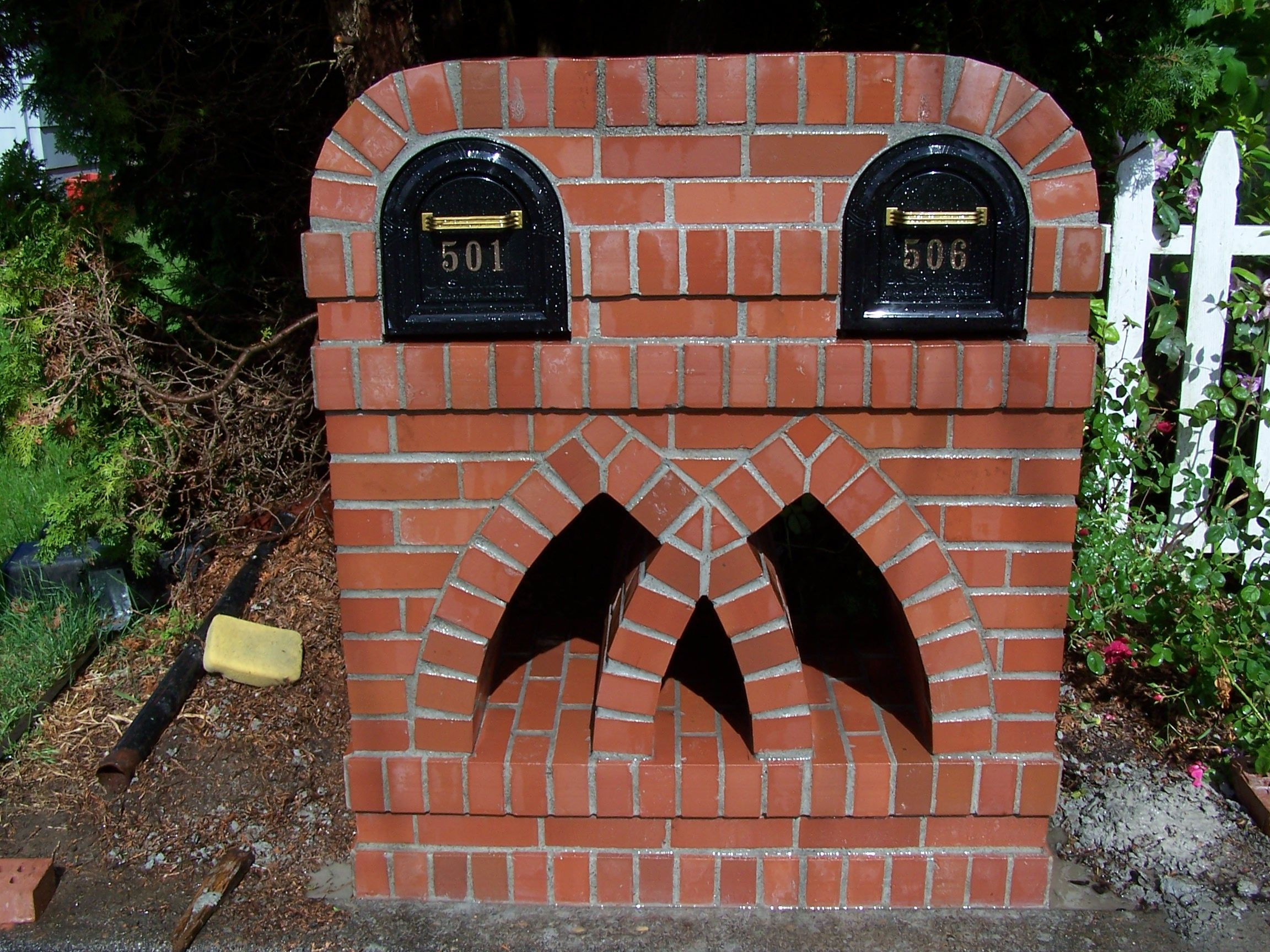 yep i helped design this pretty brick mailbox at our last house i love walking by and visiting it lol