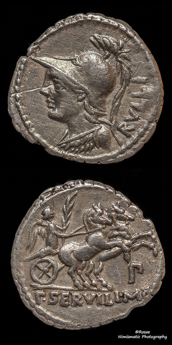 La moneda de Servilia que da época al hallazgo es la siguiente: Anv. cabeza galeada de Pallas mirando a derecha. Rev. P. SERVILL M F , Victoria con una palma en la mano, corriendo hacia la derecha en una biga; debajo de ella P (Cohen, lámina, Servilia 6)