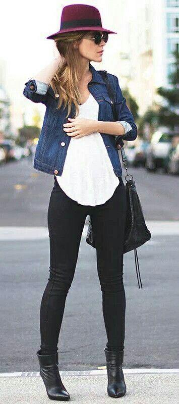 00d84f0c3e Jeans negros + botines negros + polera blanca + chaqueta de jeans +  sombrero burdeo