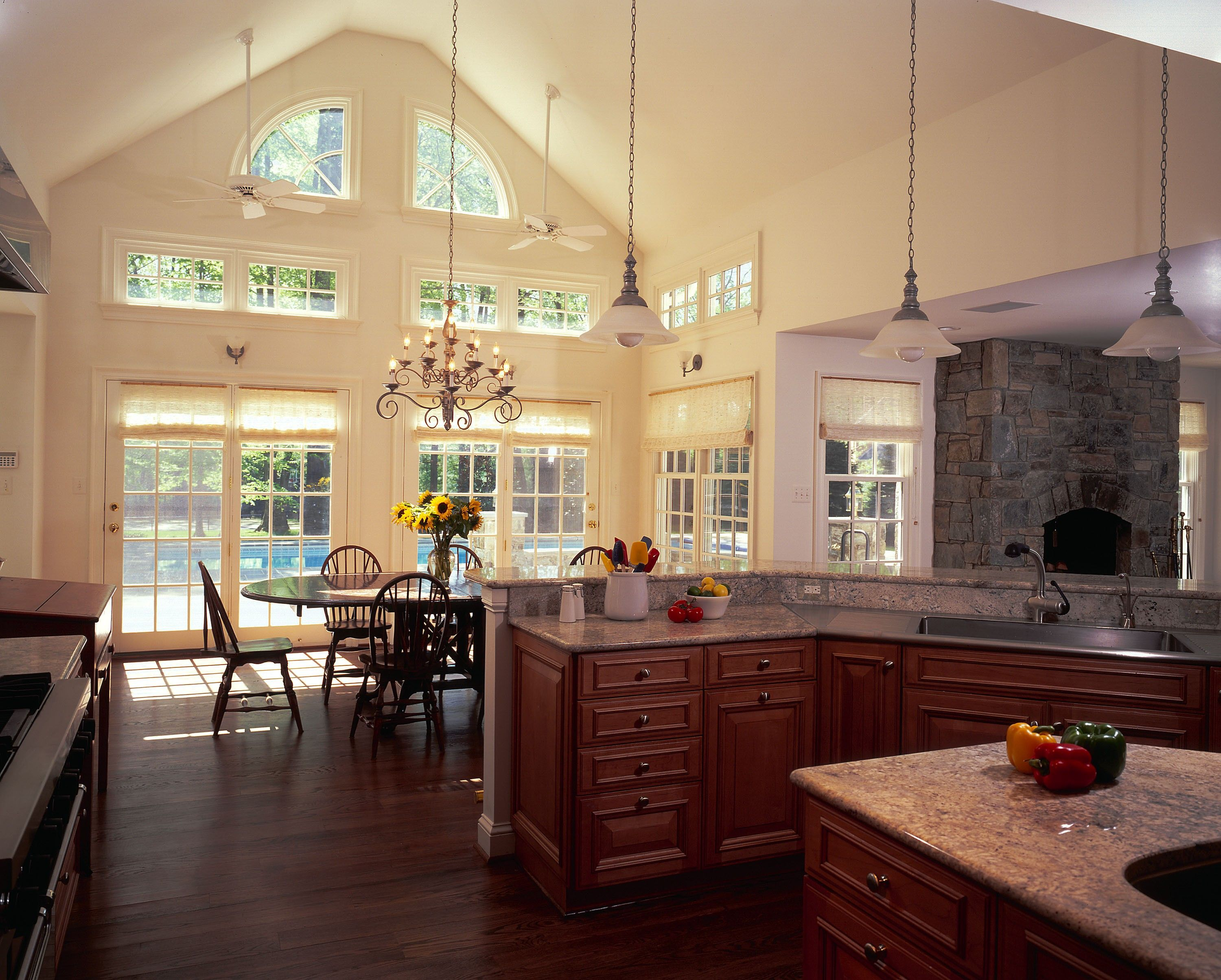 Kitchen With Vaulted Ceilings I Love The Vaulted Ceilings And Natural Sunlight Dream Home