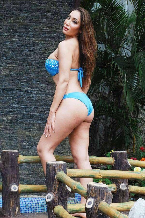 Sofia Hayat Bikini Pics