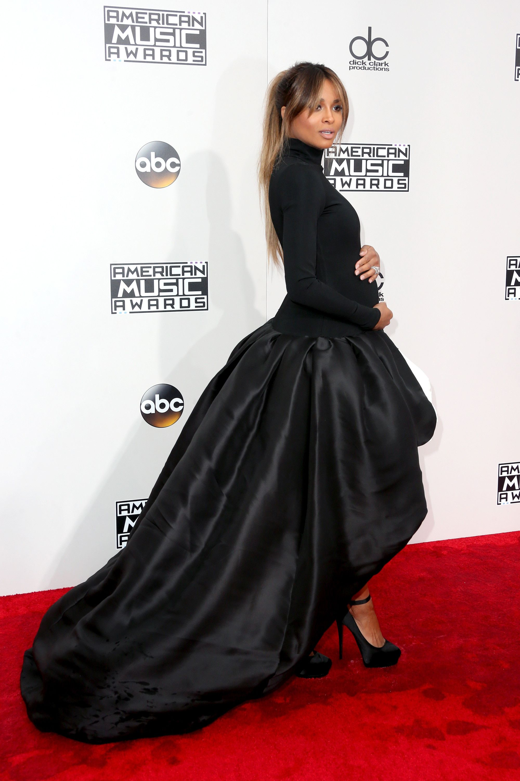 ab2d7ebd610 It Will Be Hard to Top These Epic AMAs Red Carpet Looks