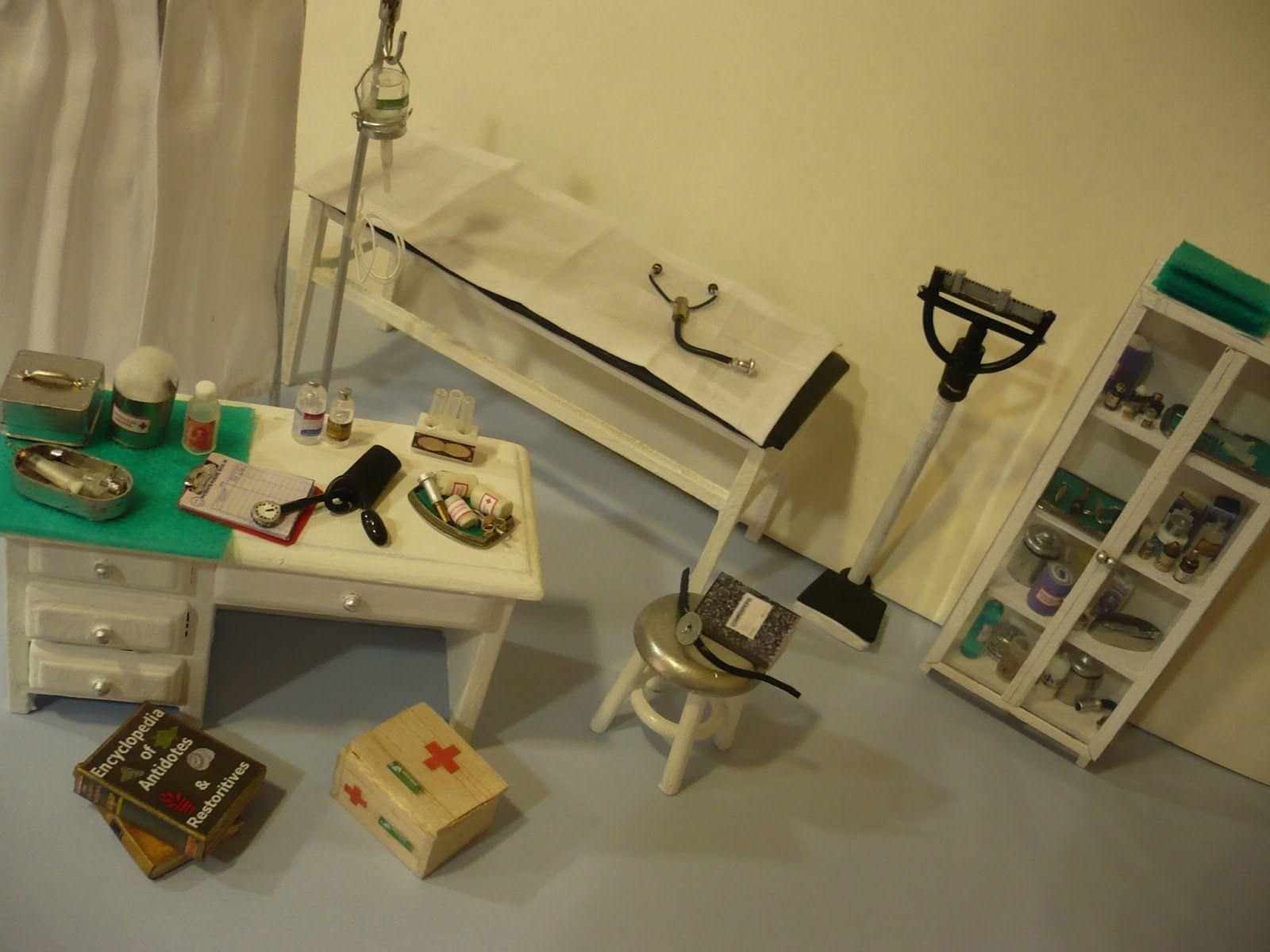 Pin di claudia della santina su ispirazione pinterest miniatures dolls e dollhouse miniatures - Mobili studio medico ...