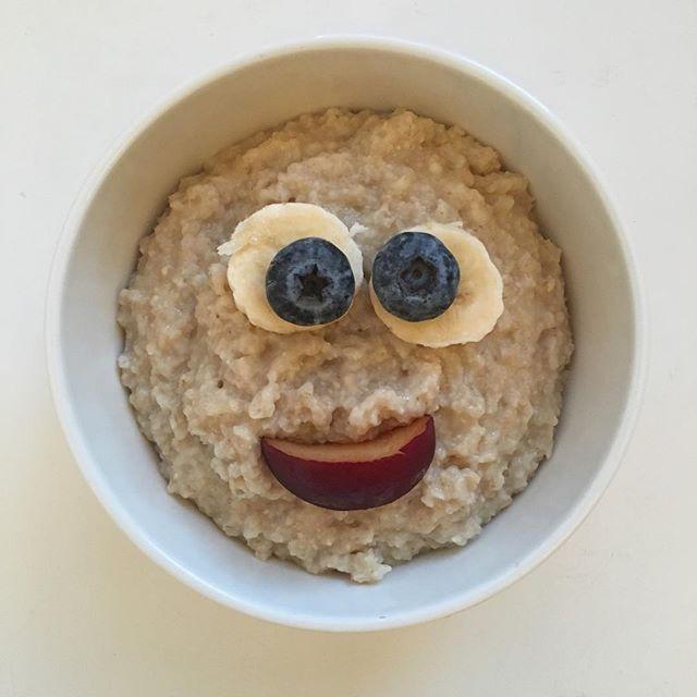 Tuesday 🐝HAPPY!  #crazyhappy #smilefeeder #haveagoodday #oatmeal #healthylife #healthybody #healthymind #breakfast #tuesday #morningpic #porridgestagram #porridgepassion #porridgelover #porridgesmileys #porridge #smileistheprettiestthingyoucanwear #terveellinenaamupala #hyvämieli #hyväpäivä #everydayisanewopportunity