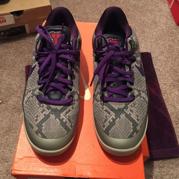 Kobes Size 5.5 youth but fit like a 6 youth . So will fit a women s 7.5  Nike Shoes Athletic Shoes 881fe762f1