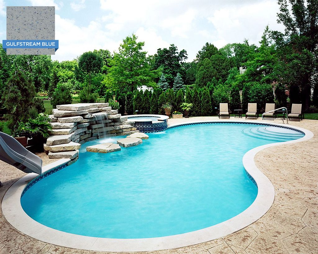 This pool 39 s curved shape keeps the water moving around the for Swimmingpool billig