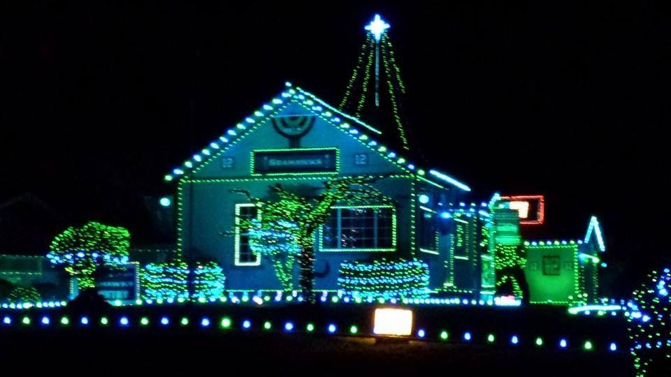Seahawks Christmas Lights.Lake Stevens House Shows The Seahawk Spirit At Christmas