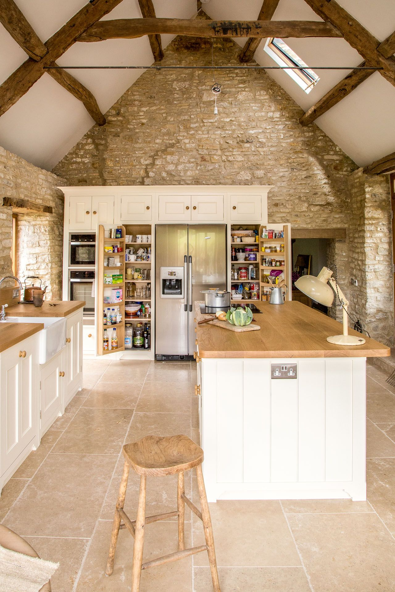 Traditional Country Kitchen with vaulted ceiling and large