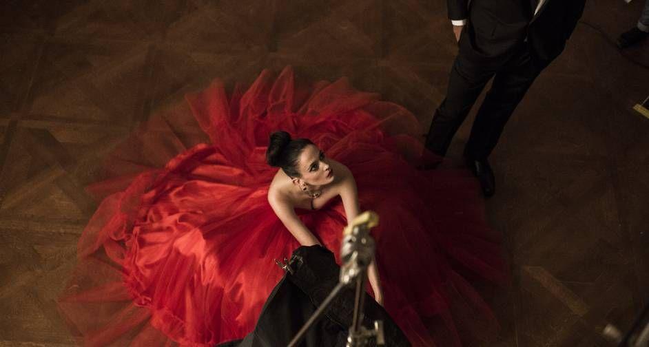 """A estrela da série """"Penny Dreadful"""" na pele de Vanessa Ives foi fotografada a partir do tema """"Mitologia Mixologia"""", que tenta capturar em imagens a origem de coquetéis renomados da marca Foto: Divulgação / Francesco Pizzo"""