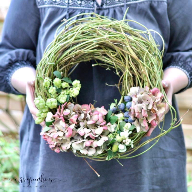 Photo of Tie an autumn wreath of hops and hydrangeas – MrsGreenhouse.de