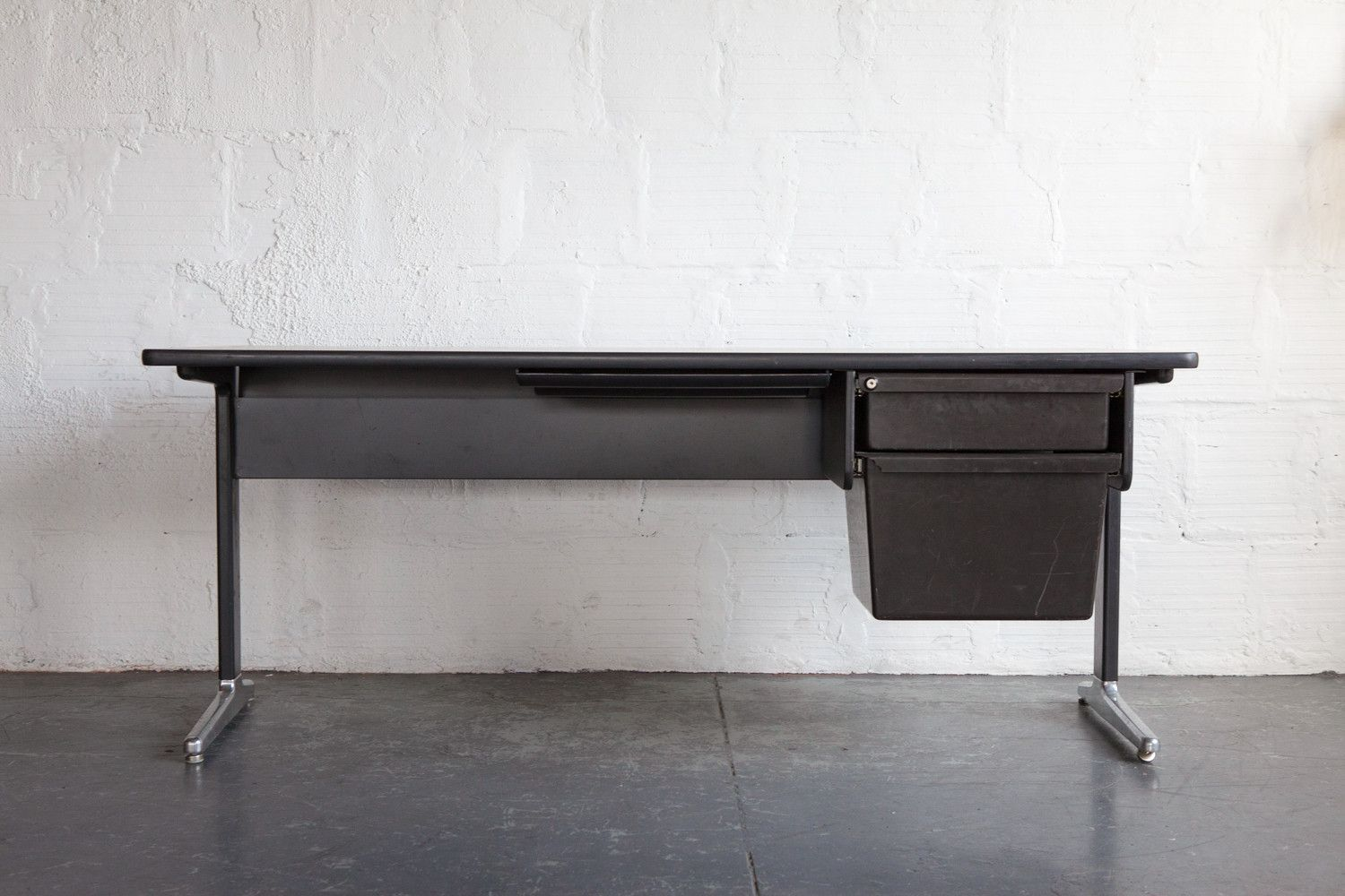 Eames aluminum group desk with drawers desk with drawers
