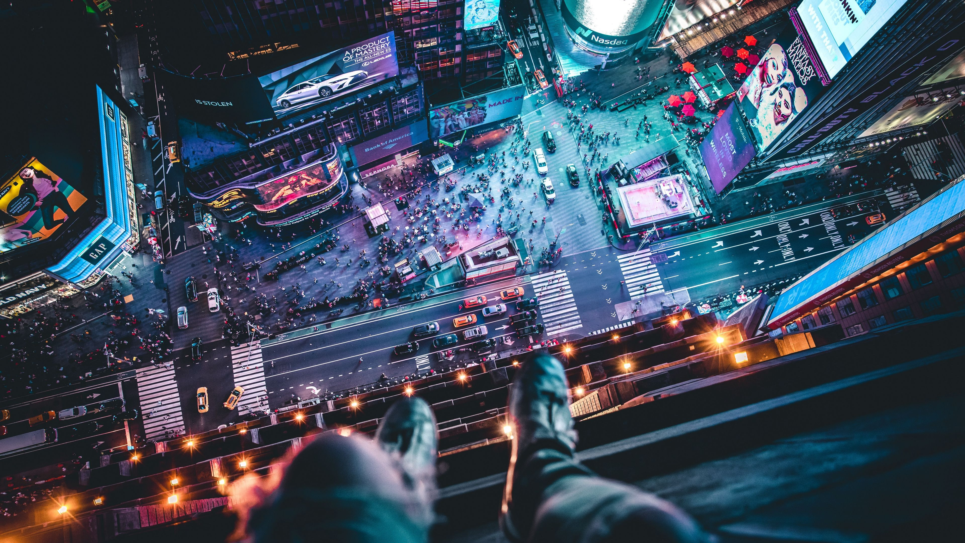 Night City Top View Legs Roof Overview Megalopolis New York Usa 4k Top View Night City Legs In 2020 Night City Cityscape City
