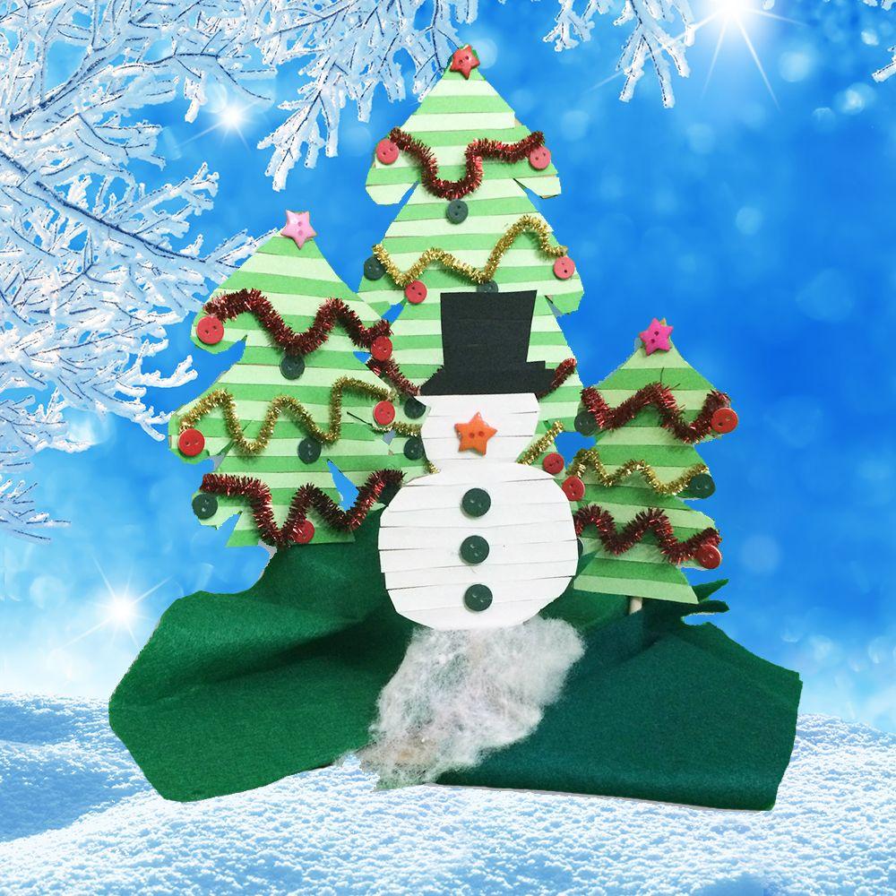 Cómo hacer un bonito escenario navideño para decorar la casa en Navidad http://www.guiainfantil.com/articulos/ocio/manualidades/decoracion-de-navidad-muneco-de-nieve-y-arboles-navidenos-con-carton/