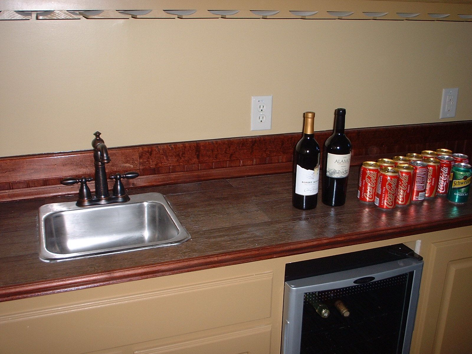 Fabulous wood look tile countertops ideas with single for Kitchen ideas with porcelain countertops