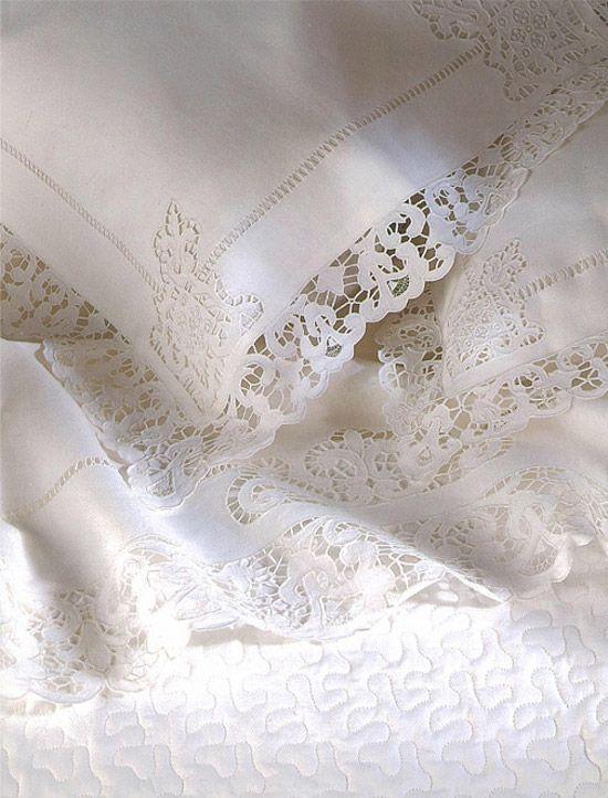 lace linens lace pinterest leinen spitze und bettwaesche. Black Bedroom Furniture Sets. Home Design Ideas
