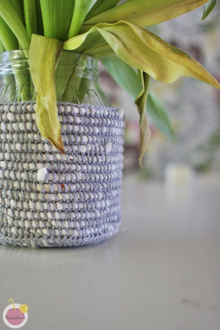 crocheted basket by using old t-shirt