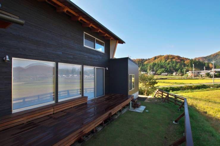北庭: DEMU建築設計事務所が手掛けたラスティック庭です。