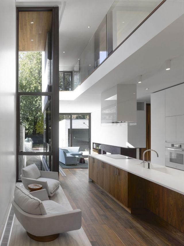 Modernes schmales haus einrichtung küche kochinsel weiß holz fronten eigenheim pinterest küche kochinsel schmale häuser und kochinsel