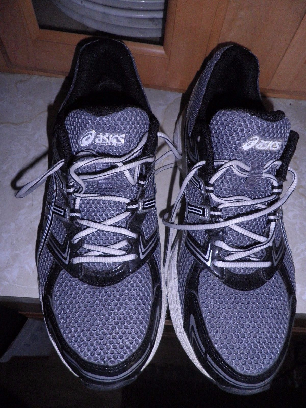 sports shoes a0a65 8aab4 Men s Black Asics Shoes Silver Equation Sz Gel 10 5 Running Ebay drwr8q