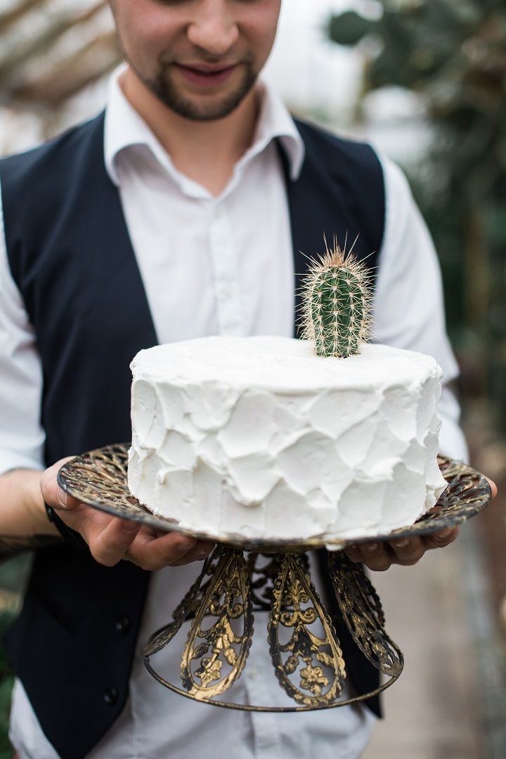 Cactus on wedding cake as wedding cake topper - Cactus Wedding Inspiration Shoot in Botanical Garden | fabmood.com #wedding #weddingstyled #weddinginspiration #weddingideas