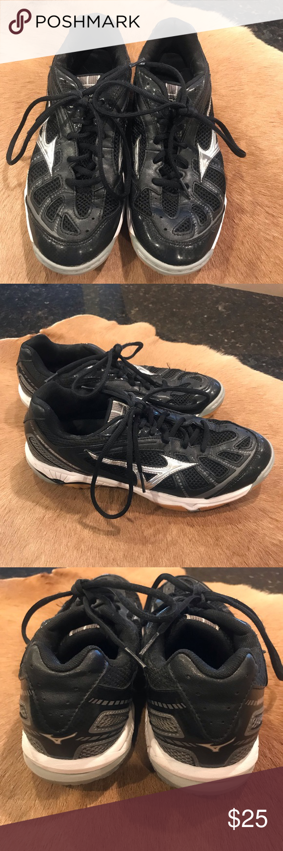 Mizuno Black Volleyball Shoe In 2020 Volleyball Shoes Shoes Black