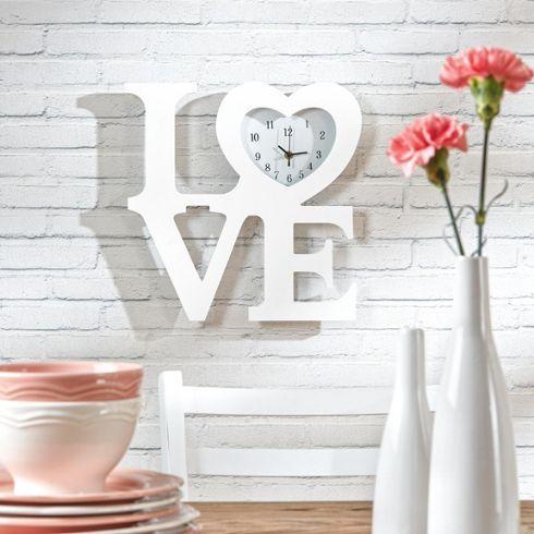 Hübsche Uhr im Love-Design - ein Herz für die Liebe