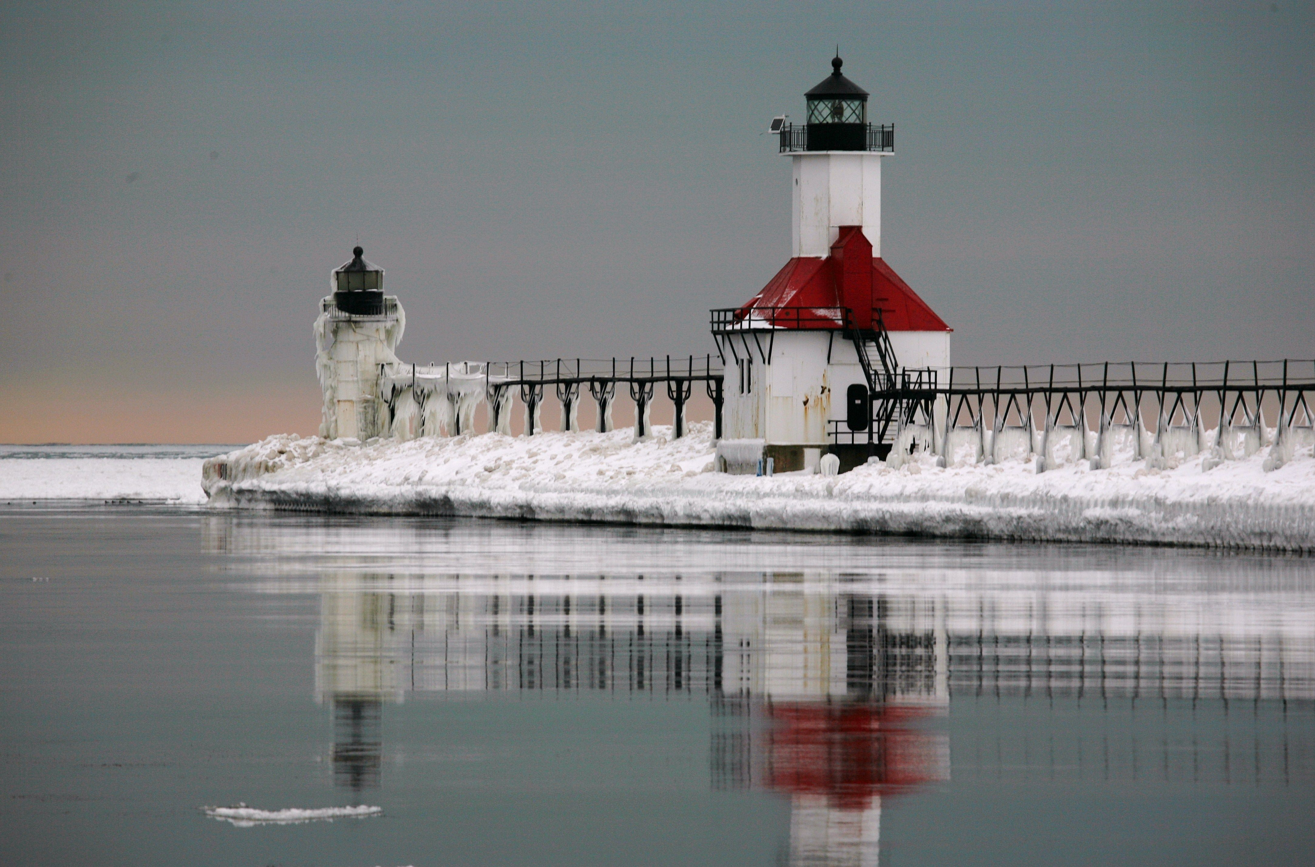 Lighthouse at St. Joseph North Pier, Lake Michigan [x-post  /r/GreatLakesPics] ... | St joseph mi, St joseph lighthouse, St joseph