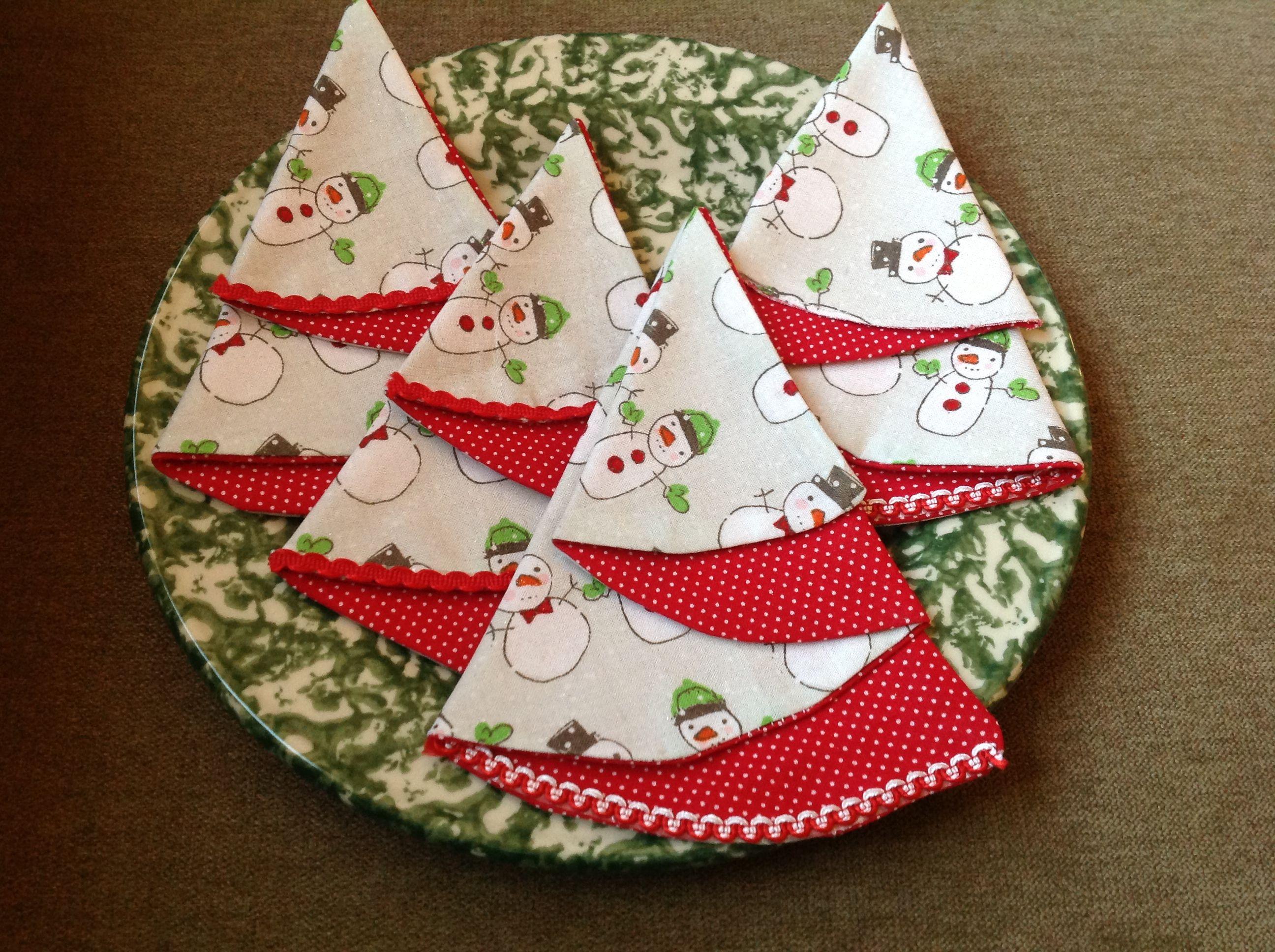 Fabric Tree Napkins Take Two Half Circles Sew Together And Fold Christmas Sewing Fabric Tree Fabric Christmas Trees