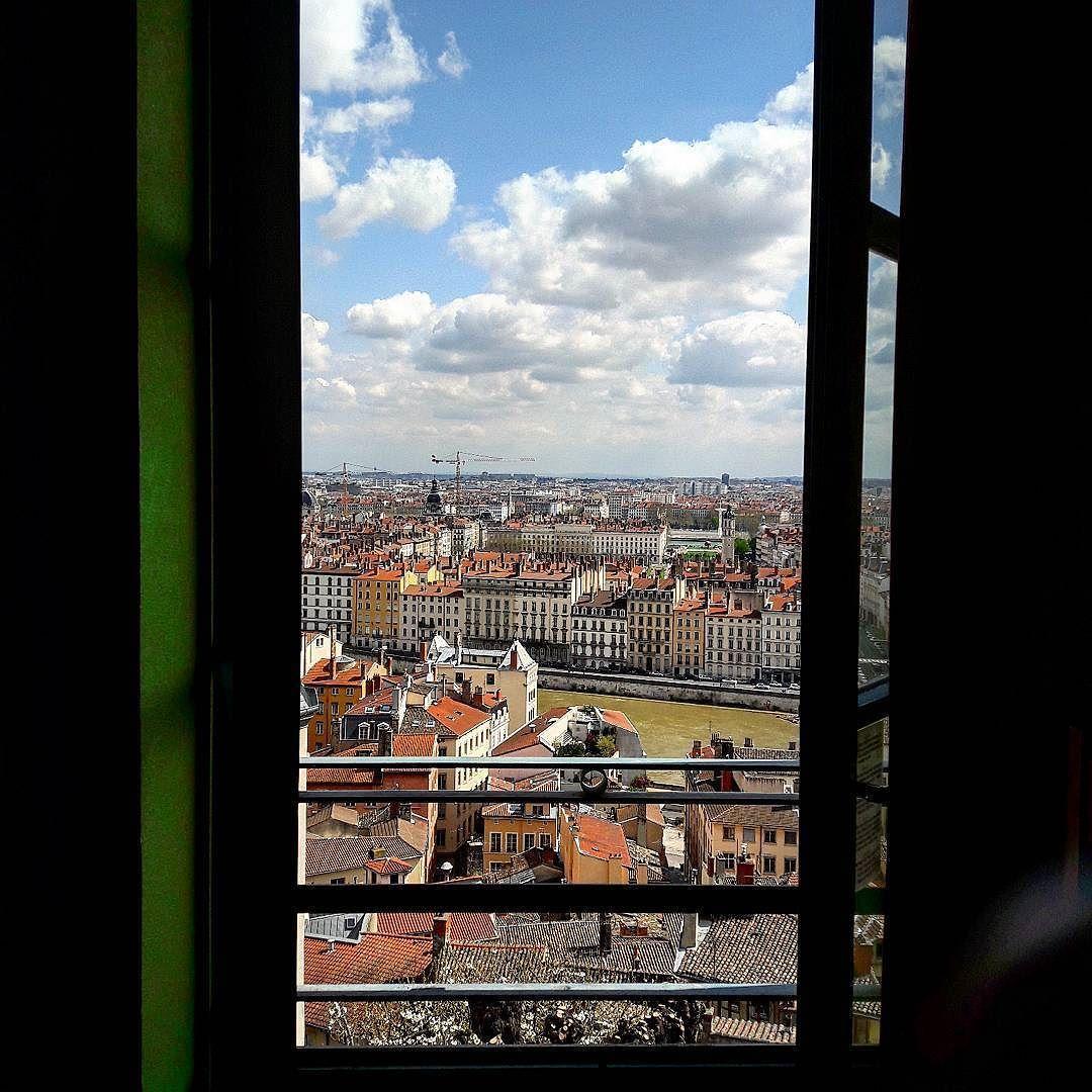 La vue depuis ma chambre à l\'auberge de jeunesse HI Vieux Lyon est ...