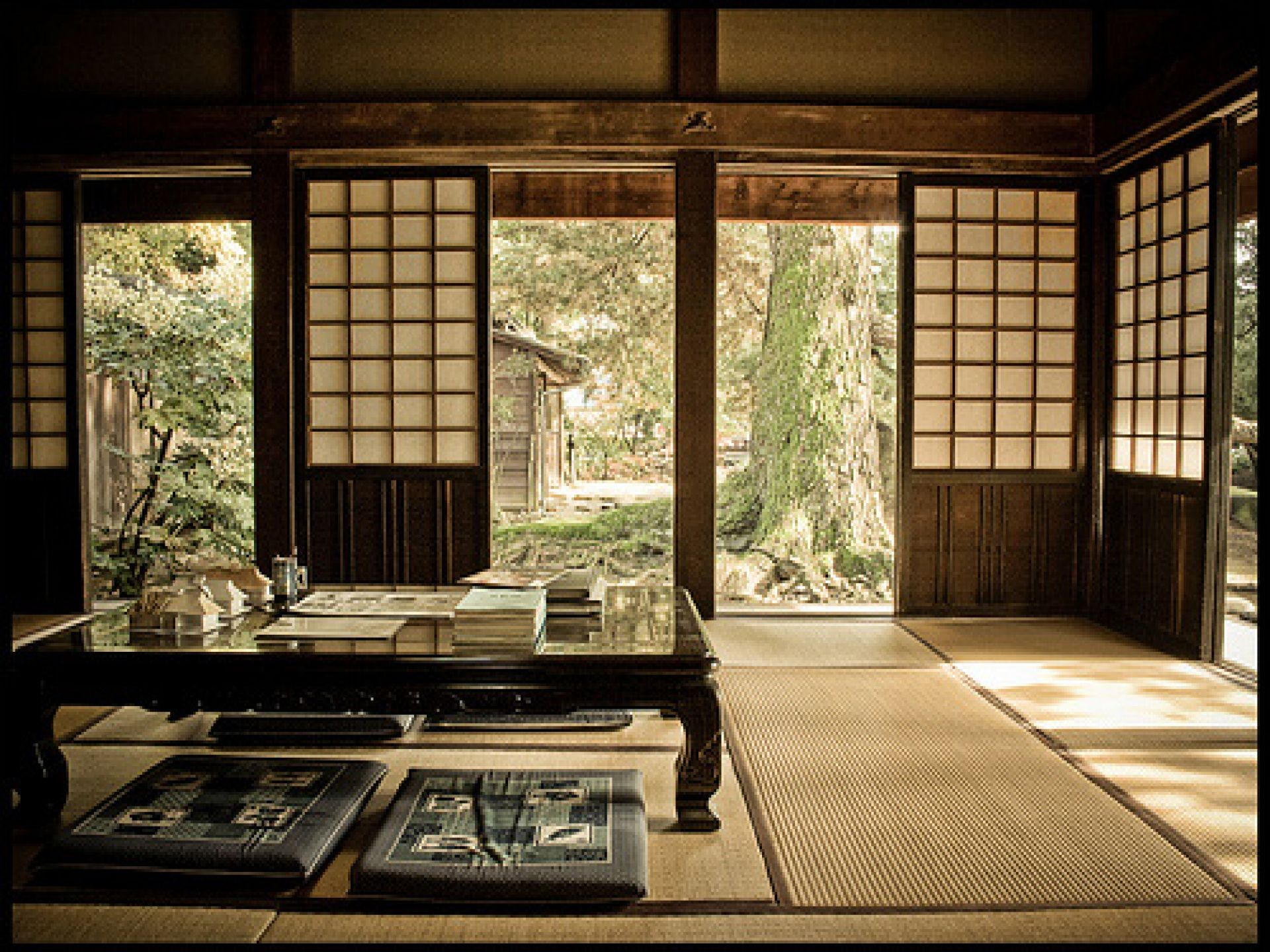 Just like my Otosan & Okasan's house // Traditional Japanese room with  garden outside