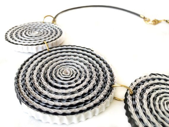 Recycled Corrugated Cardboard Paper Necklace. by FantasiasyPapel