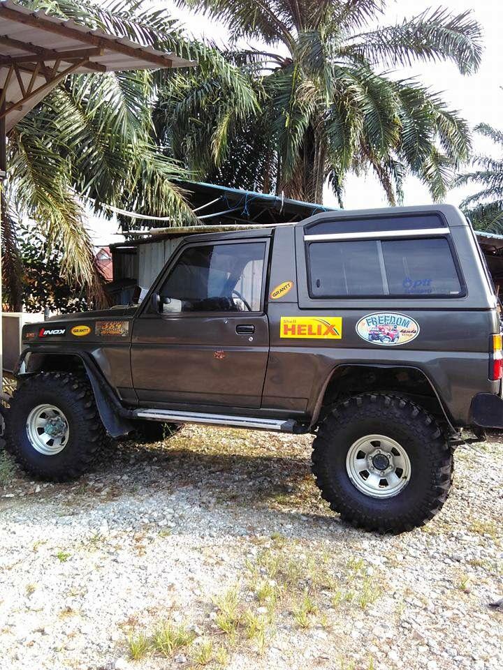 Daihatsu Rocky Mobil