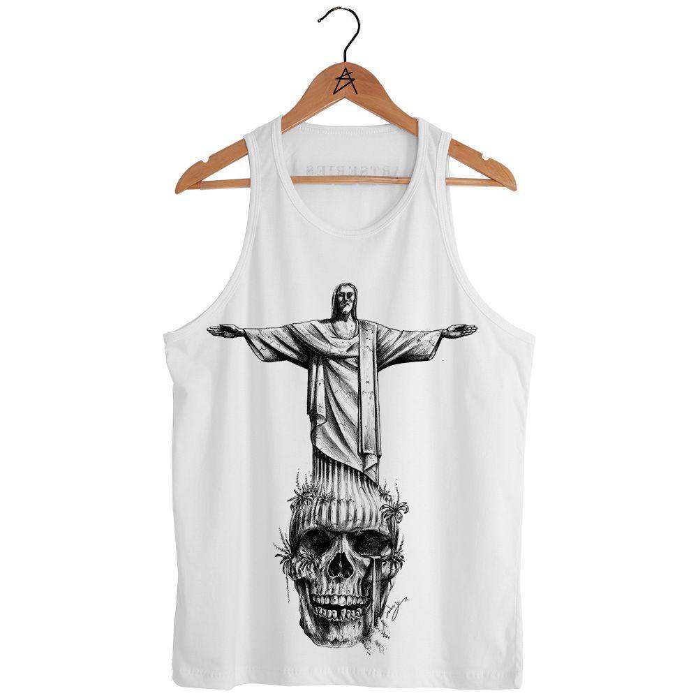 b2d184d38c01f Regata Cristo Redentor é produzida em tecido 100% algodão. Estampa  exclusiva cristo caveira criada a mão. Série Skull Monuments