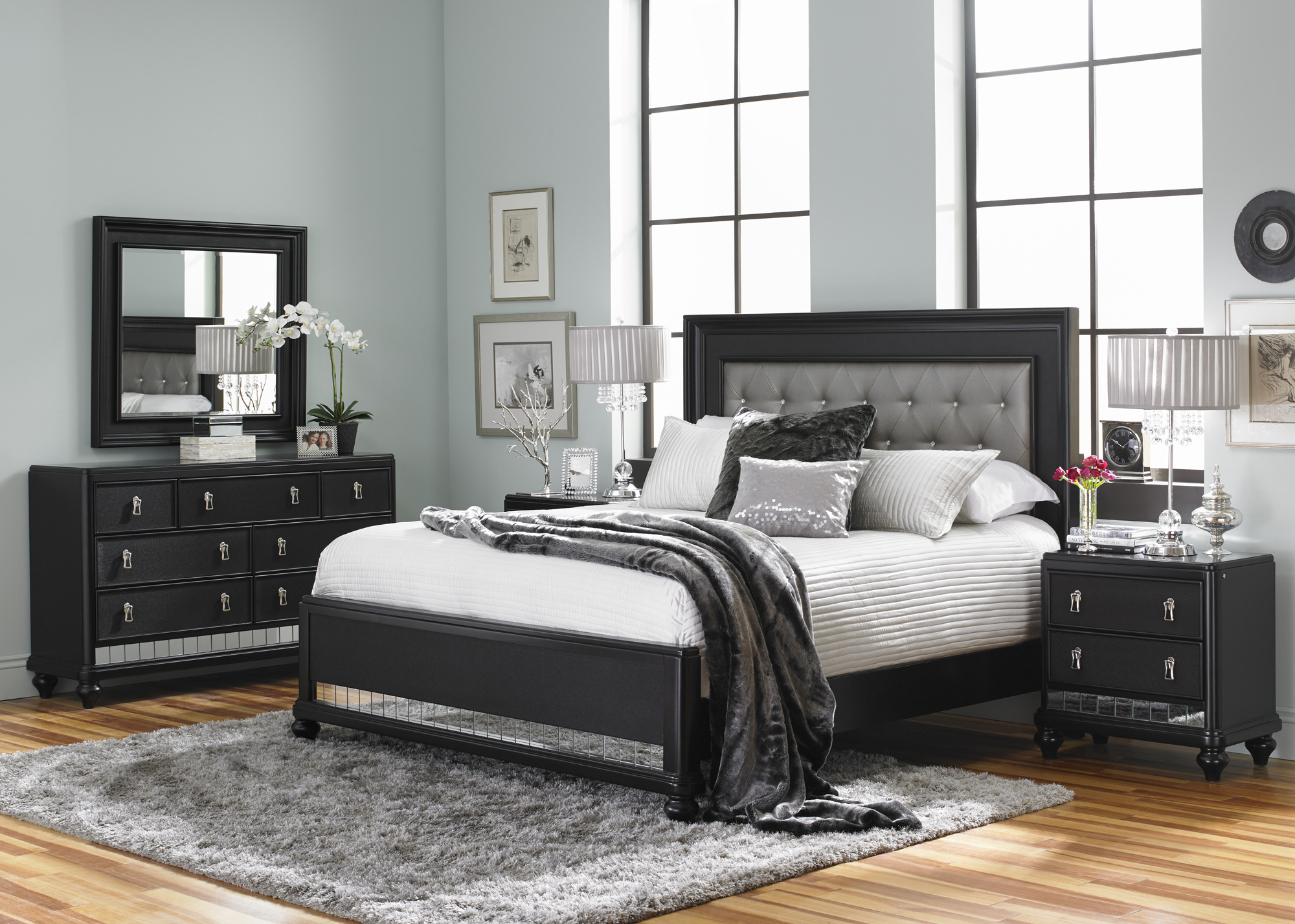 Diva Queen Upholstered Bed in Midnight Black
