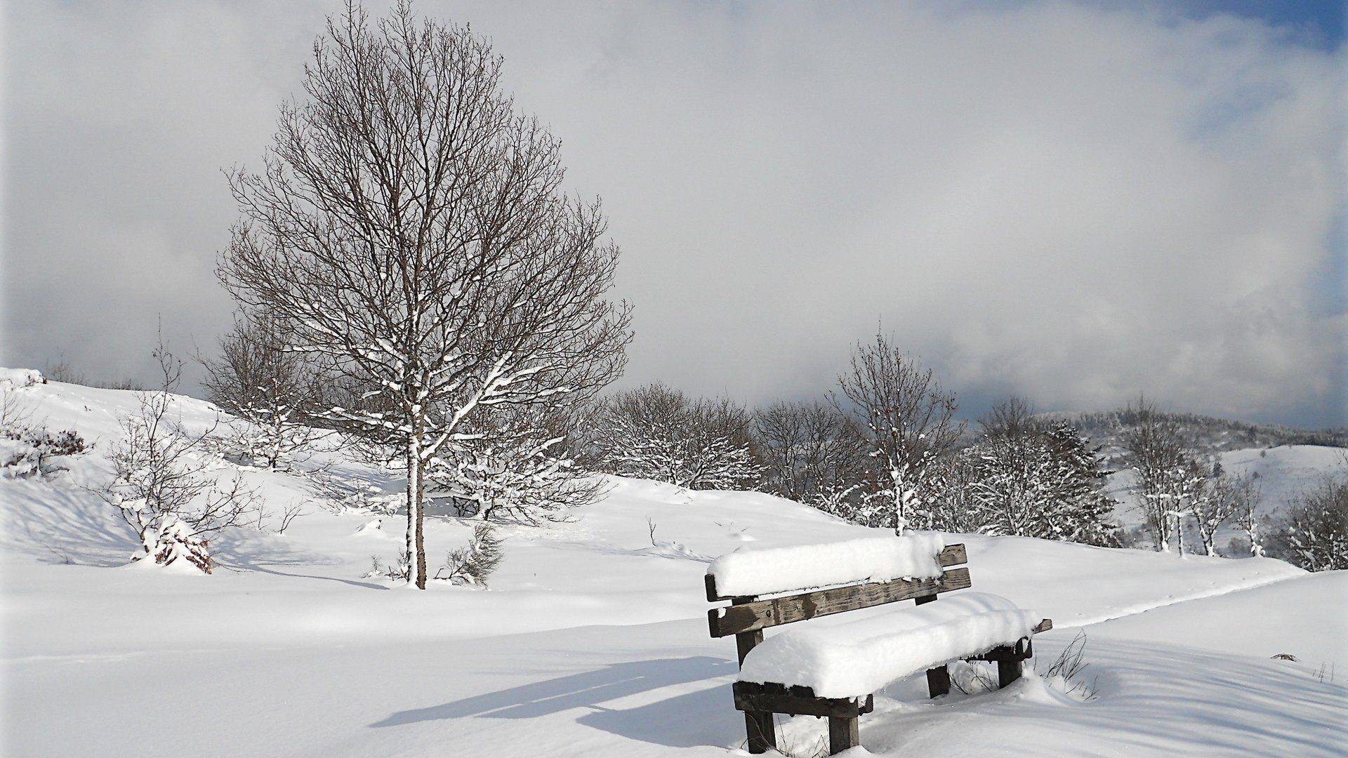 Unutmayın, yaşam ard arda gelen mevsimlerden oluşur. Her insan mükemmel yazların ihtişamına ulaşmak için bir kaç şiddetli kışa katlanmak zorundadır. Ve unutmamak gerekir ki, kışlar asla kalıcı değildir....