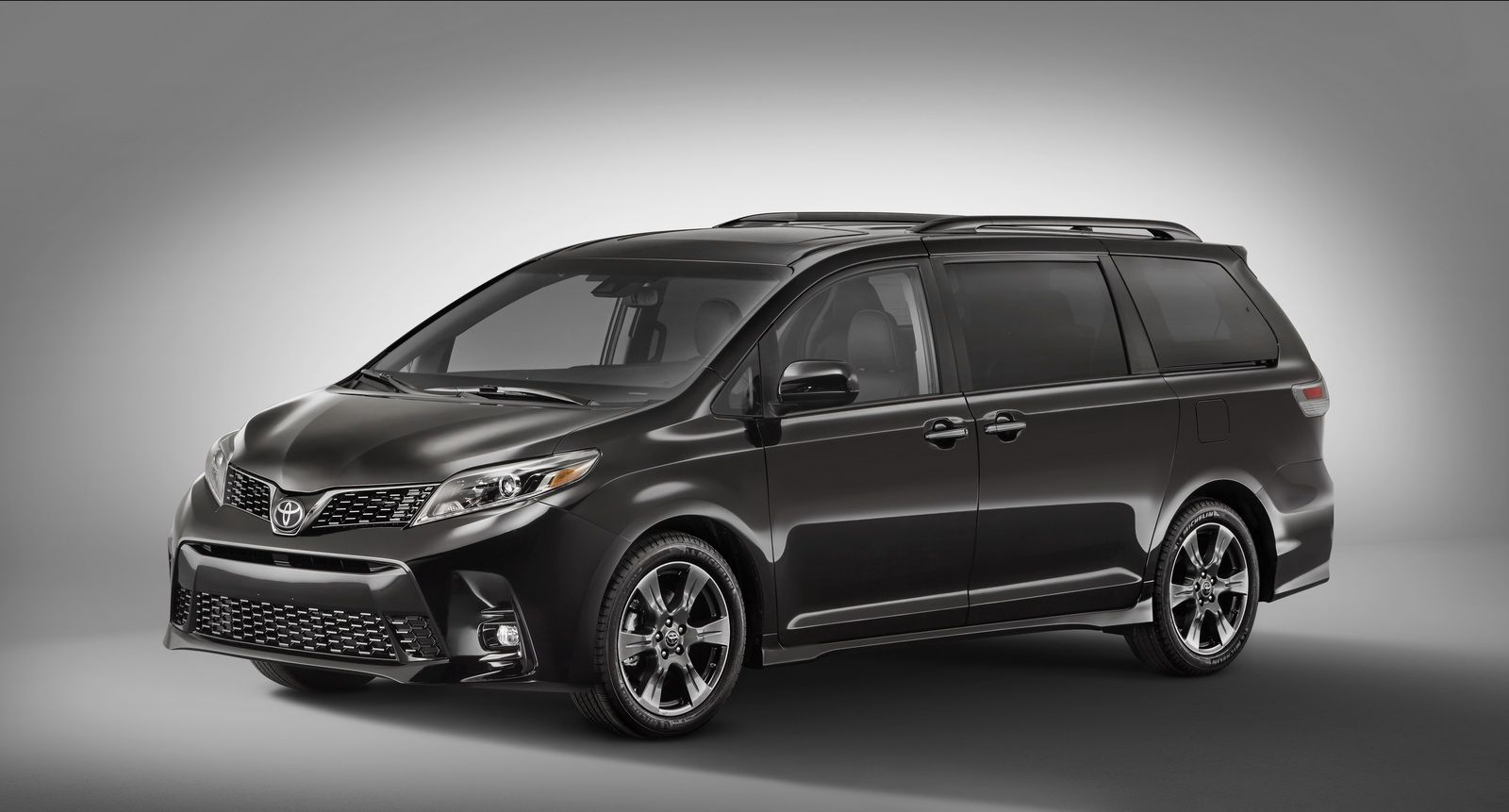 Toyota have introduced the facelifted sienna and yaris to the usa ahead of their official