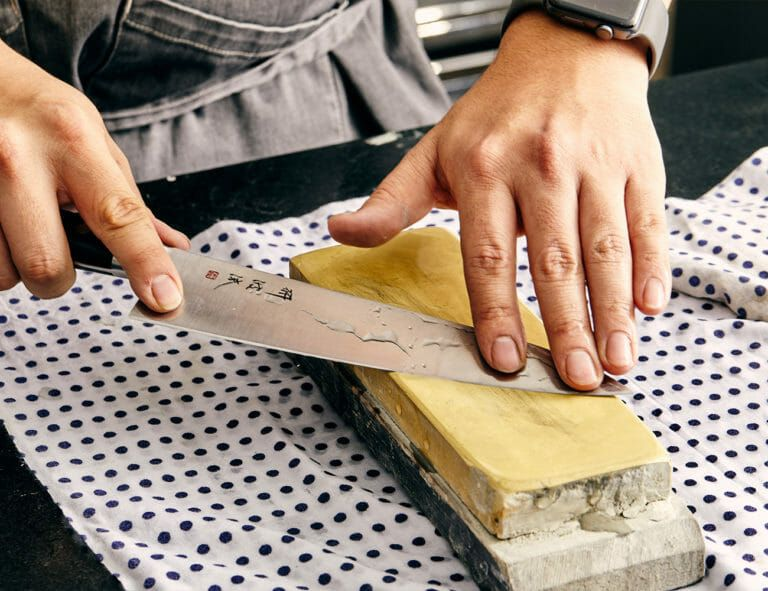 is the best way to sharpen kitchen knives how to sharpen kitchen knives the right way best kitchen