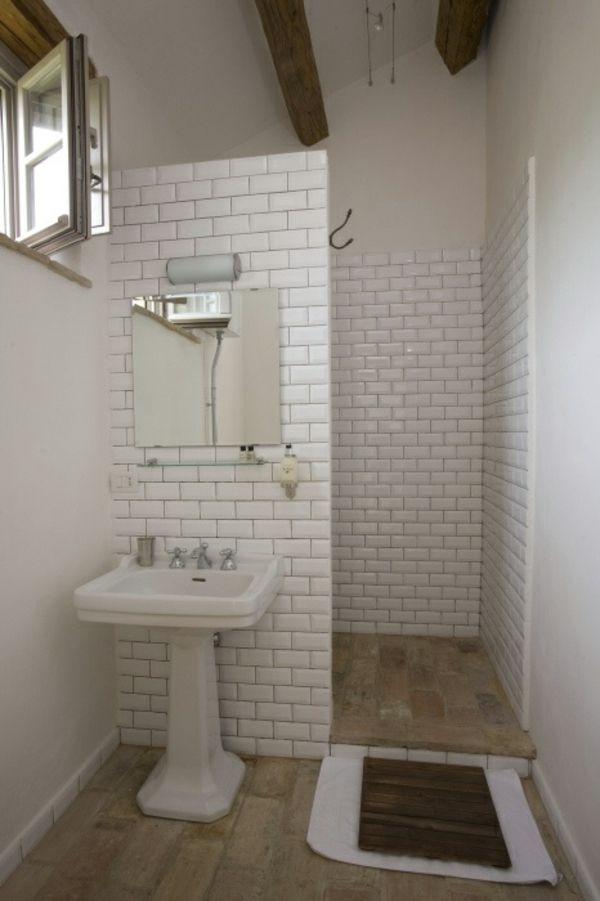 Kleines Bad Fliesen   Helle Fliesen Lassen Ihr Bad Größer Erscheinen |  Banheiros, Espaços Pequenos E Decoração De Ambientes